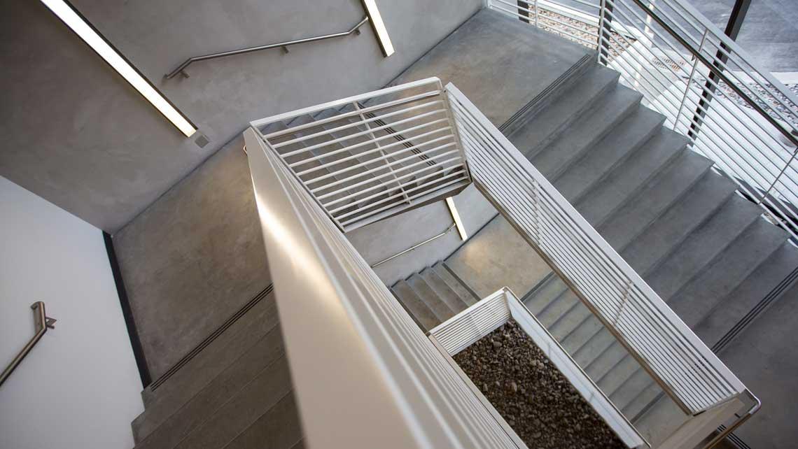 treppe und podest aus stahlbeton. Black Bedroom Furniture Sets. Home Design Ideas